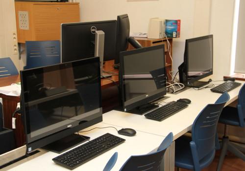 Aula 13, con monitores táctiles AIO